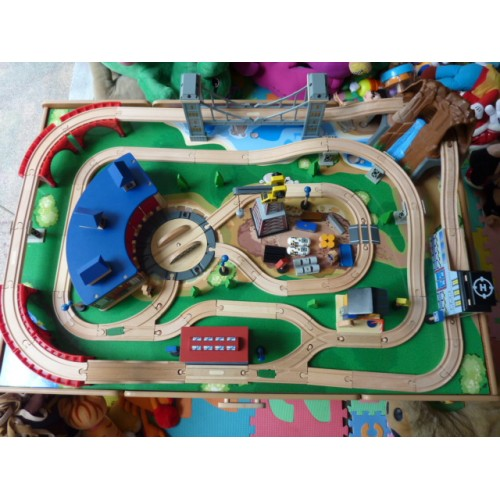 Classic Train Table with Round House